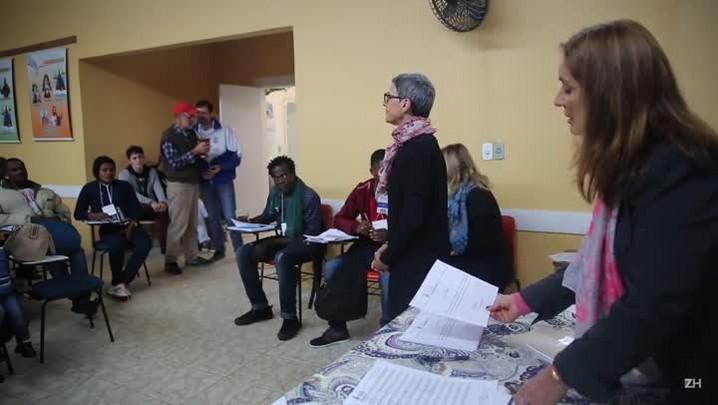 Imigrantes haitianos concluem curso de português ministrado por voluntários
