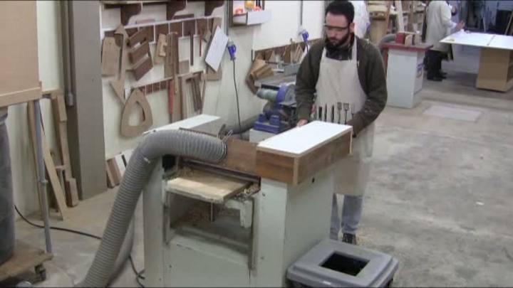 Trabalho com madeira é opção para quem busca fugir do estresse