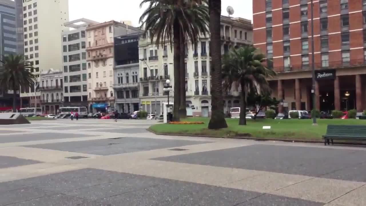 Paisagem melancólica, mas clima de euforia nesta em Montevidéu. 20/11/2013