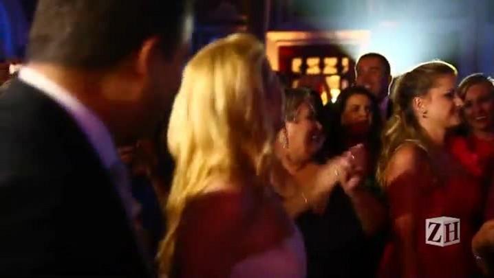 Lulu Santos faz show surpresa em casamento em Porto Alegre