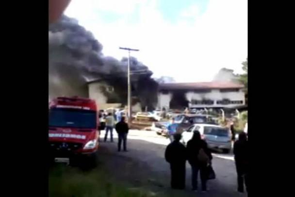 Incêndio atinge autopeças em Mafra