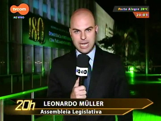 TVCOM 20 Horas - Manifestantes bloqueiam entrada da Assembleia Legislativa e impedem parlamentares de votar projetos polêmicos - 15/09/2015