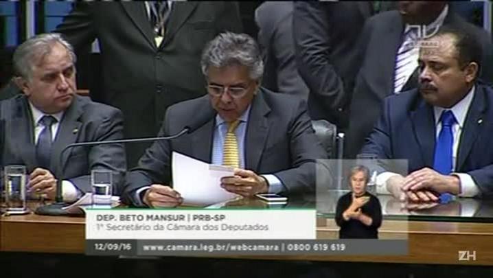 Câmara cassa o mandato de Cunha