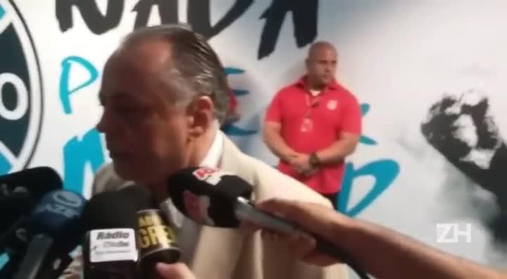 """Carvalho: \""""Esse árbitro tem que se aposentar\"""""""