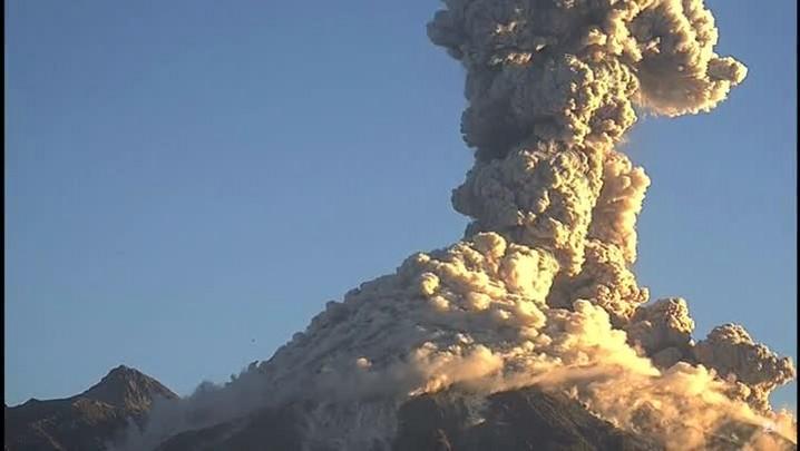Câmera flagra erupção de vulcão