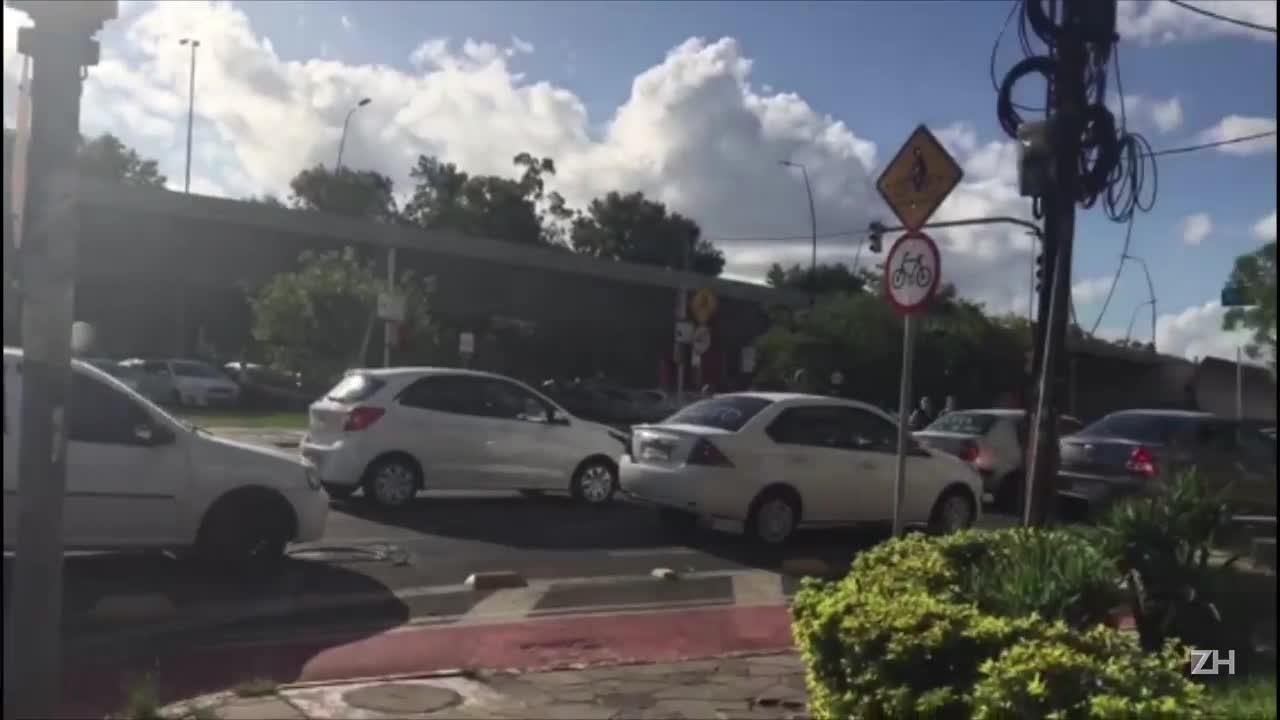 Motoristas da Uber protestam em Porto Alegre por mais segurança