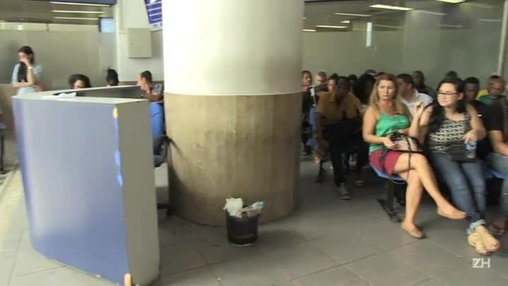 Brasil registra queda inesperada do desemprego