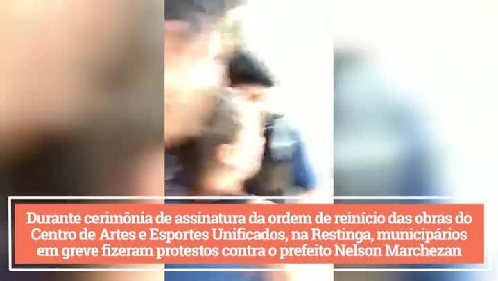 Protesto de municipários acaba em confusão na Restinga