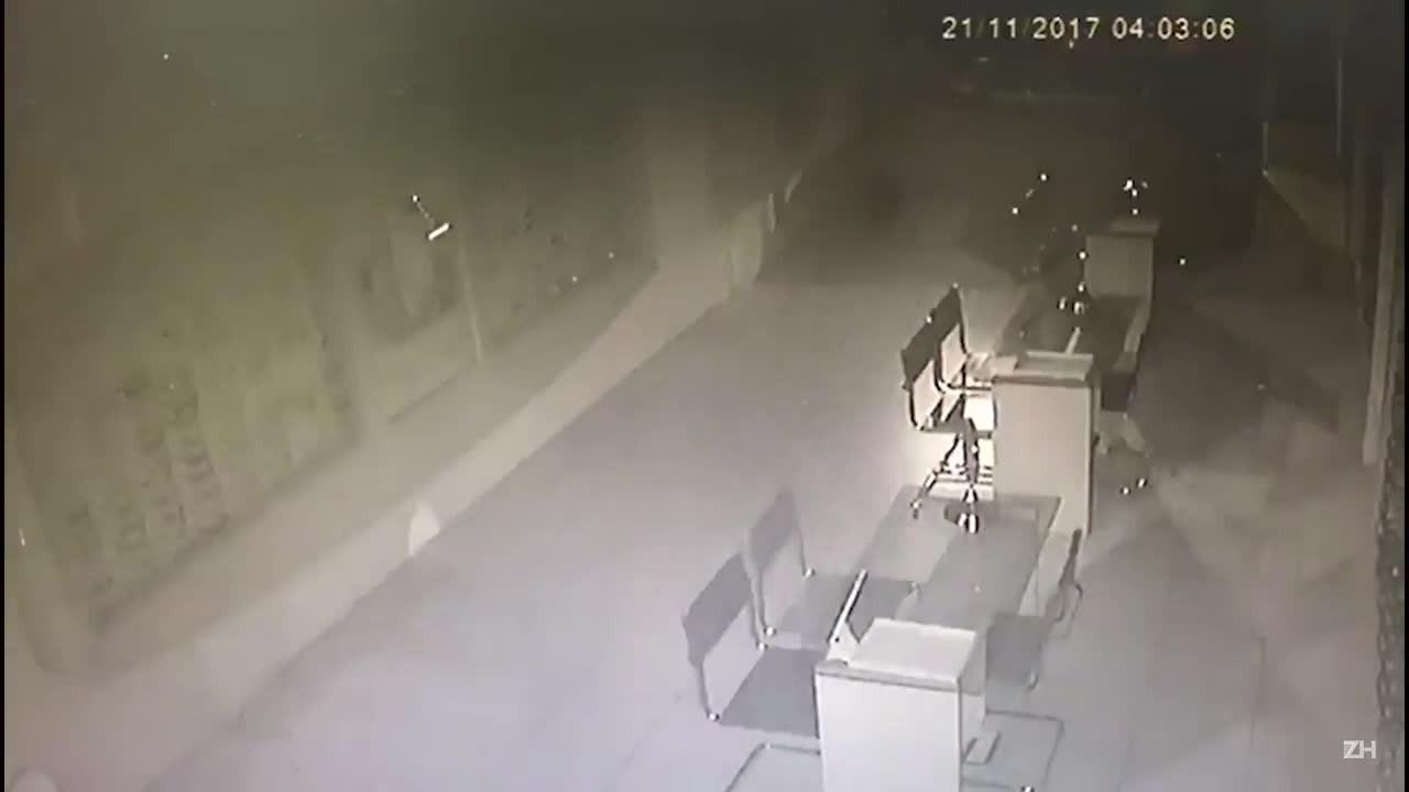 Bandido invade loja e furta óculos em Cachoeirinha