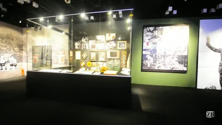 Megaexposição sobre Elvis Presley resgata discos e figurinos do Rei do Rock
