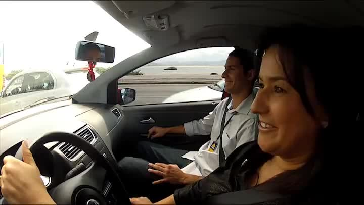 Aula de direção para habilitados é possível solução para medo de dirigir