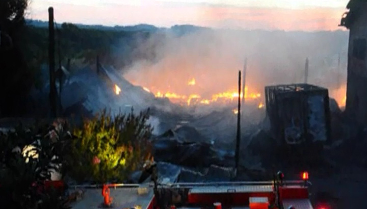 Incêndio consome galpão de reciclagem no interior de Farroupilha