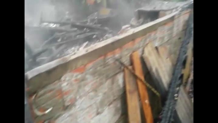 Casa é destruída em incêndio no bairro Petrópolis, em Joinville