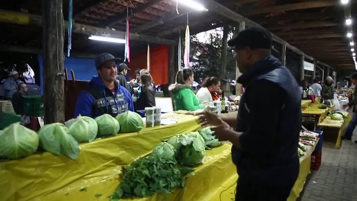 Comida de rua para moradores de rua