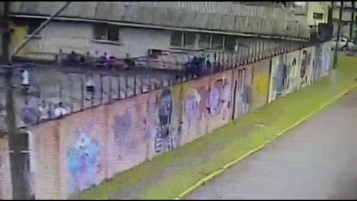 Câmeras flagram apenado fugindo do presídio de Novo Hamburgo