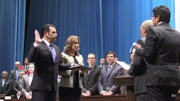 Comediante toma posse como novo presidente da Guatemala