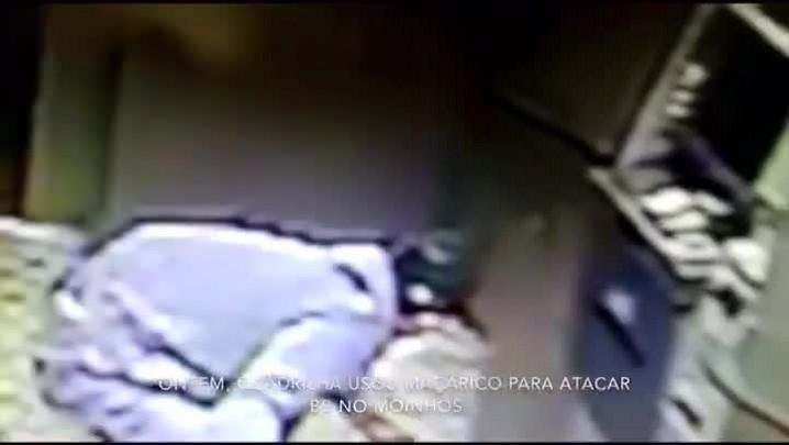 Polícia divulga imagens de criminosos arrombando agência bancária na Carlos Gomes