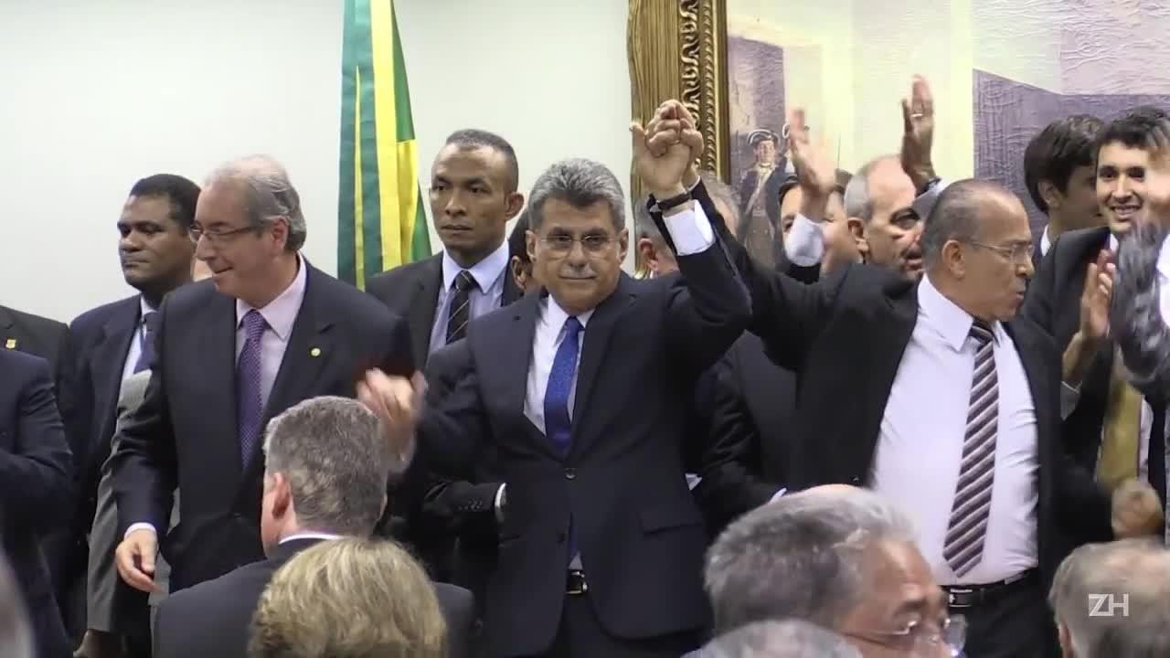 PMDB oficializa saída do governo Dilma