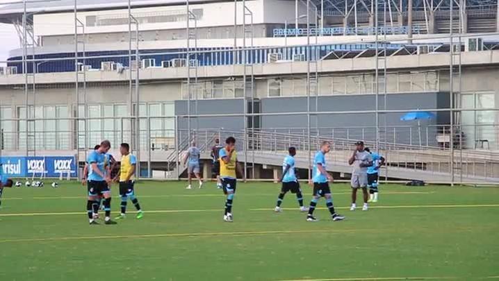 Goleiro Douglas faz o primeiro treino pelo Grêmio