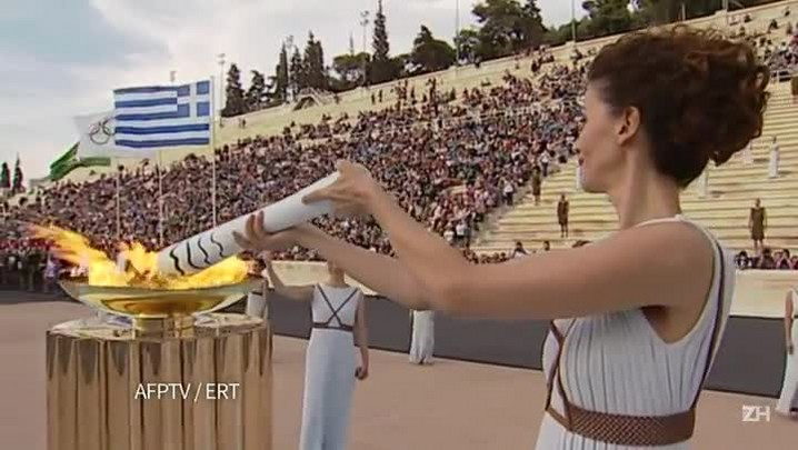 Delegação brasileira recebe tocha olímpica em Atenas