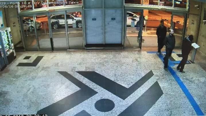 Imagens de câmeras de aeroporto mostram sequestro de funcionária