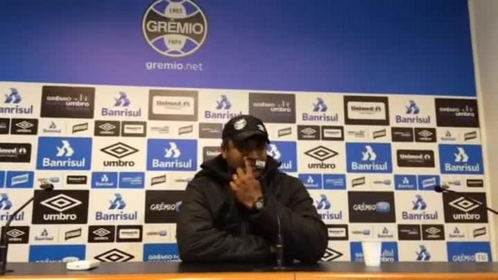 Roger explica decisão de seguir no Grêmio