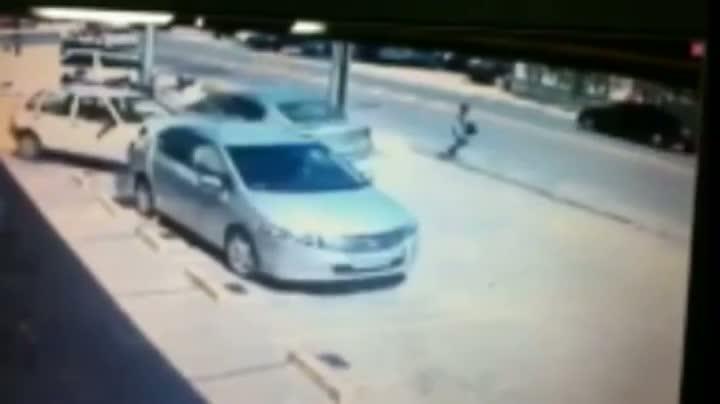 Mulher escapa de ser atropelada em Joinville