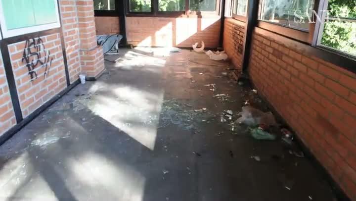 Abandono e depredação no antigo restaurante Frohsinn, em Blumenau