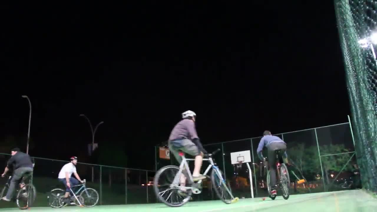 Gaúcha no pedal - Bike Polo em Porto Alegre - 02/11/2013
