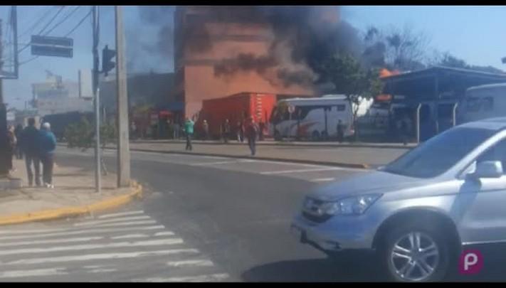 Incêndio destrói casa em Caxias do Sul