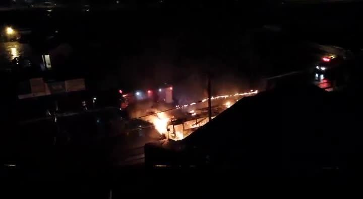 Ônibus é incendiado no Saco dos Limões em Florianópolis