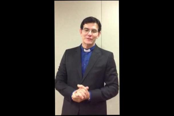 Padre Reginaldo Manzotti lança livro em Joinville