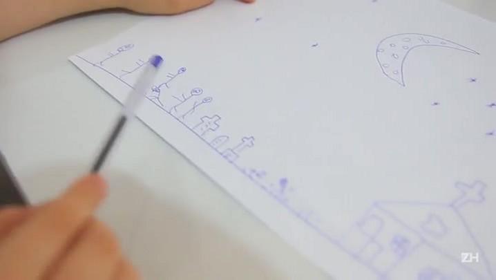 Menino vende seus desenhos por R$ 1 para ajudar biblioteca