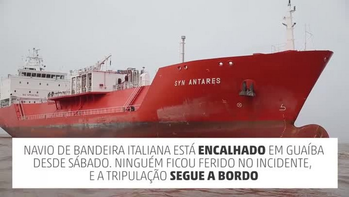 Embarcação italiana encalha em Guaíba