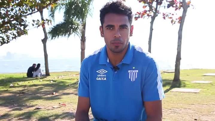 Junior Dutra dá cara, esforço e gols ao Avaí