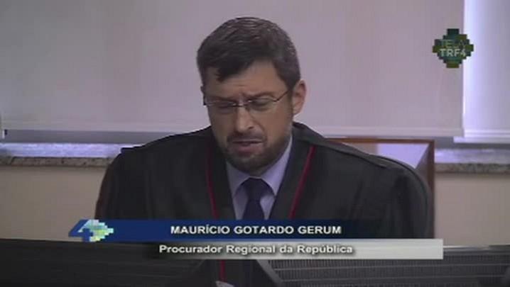 TRF-4 condena Lula por 3 a 0