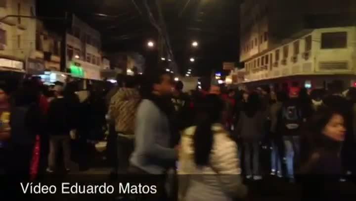 Manifestantes fazem caminhada por uma das principais avenidas de Esteio - 21/06/2013