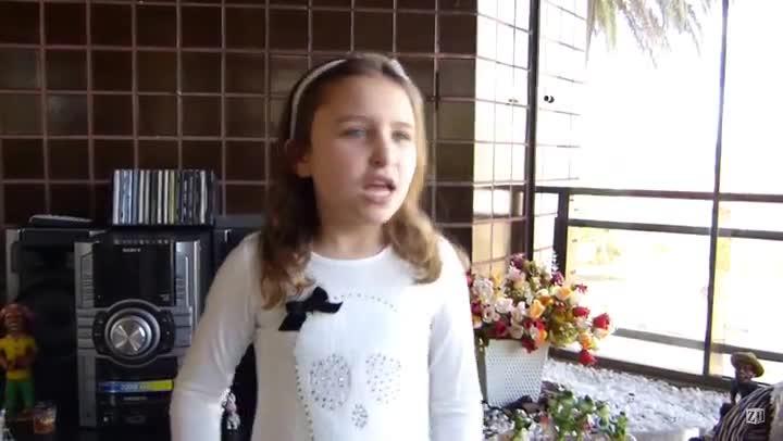 """Caça-talentos: Bárbara interpreta \""""Fico assim sem você\"""""""