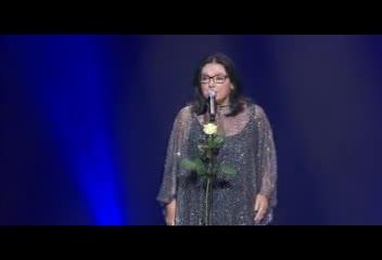 Cantora grega Nana Mouskouri se apresenta neste domingo na Capital