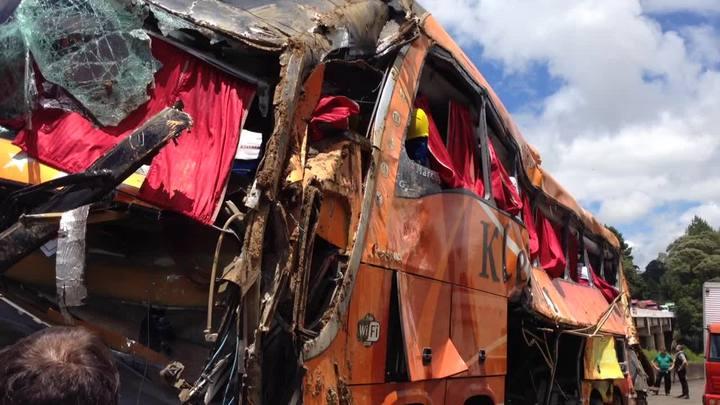 Veja imagens do local do acidente com ônibus na BR-376, no Paraná