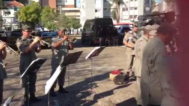 TVCOM - Banda da Brigada Militar toca \'Show das poderosas\'