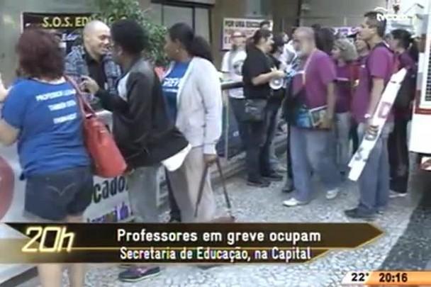 TVCOM 20 Horas - Professores em greve ocupam Secretaria de Educação, na Capital - 06.05.15