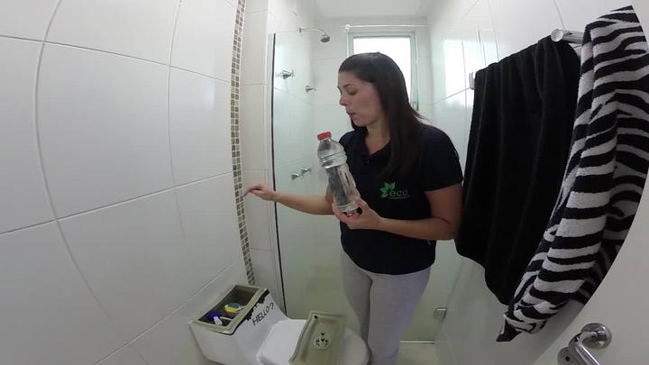 Como economizar água ao dar descarga no banheiro