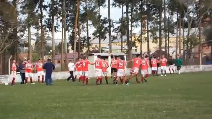 Sotilli marca golaço de falta no futebol amador de Santa Maria