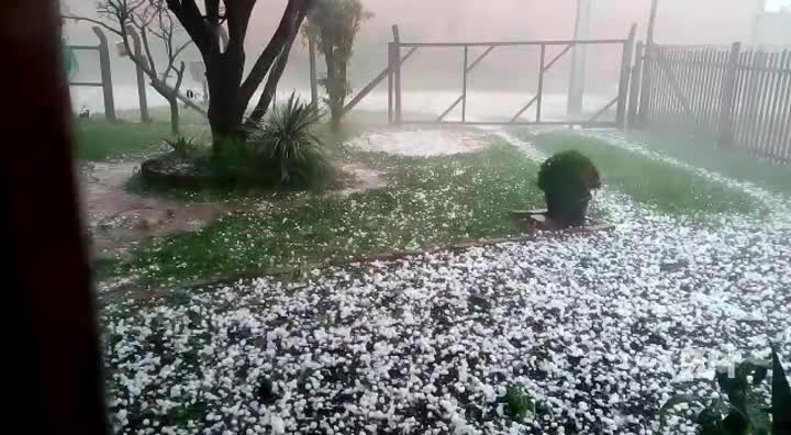 Leitor registra queda de granizo em Sapucaia do Sul