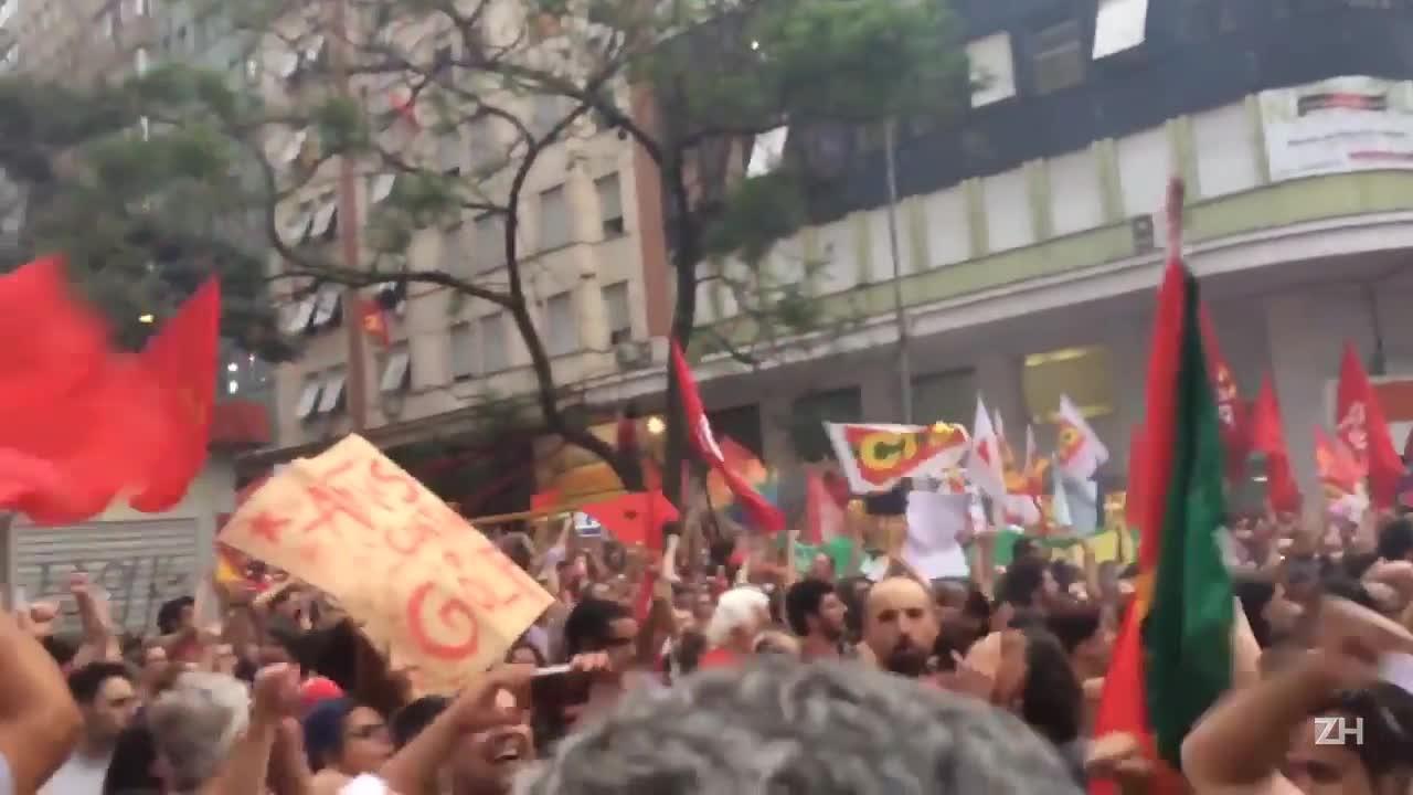 Tarso Genro participa de ato pró-Dilma em Porto Alegre