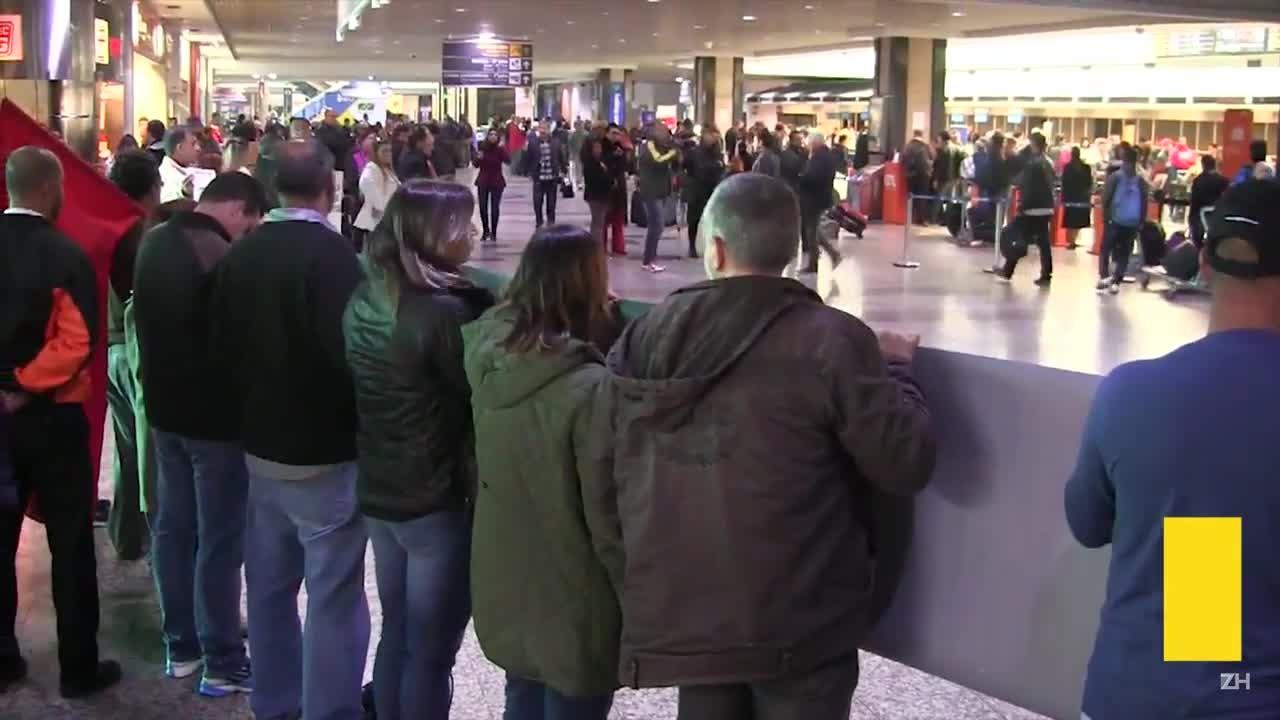 Aeroviários fazem manifestação no Salgado Filho