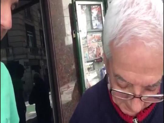Giovane Klein volta a conversar com torcedor do San lorenzo