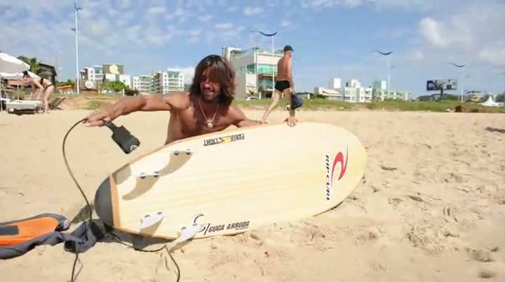 Surfe com o DC - Armandinho testa a prancha do jornal
