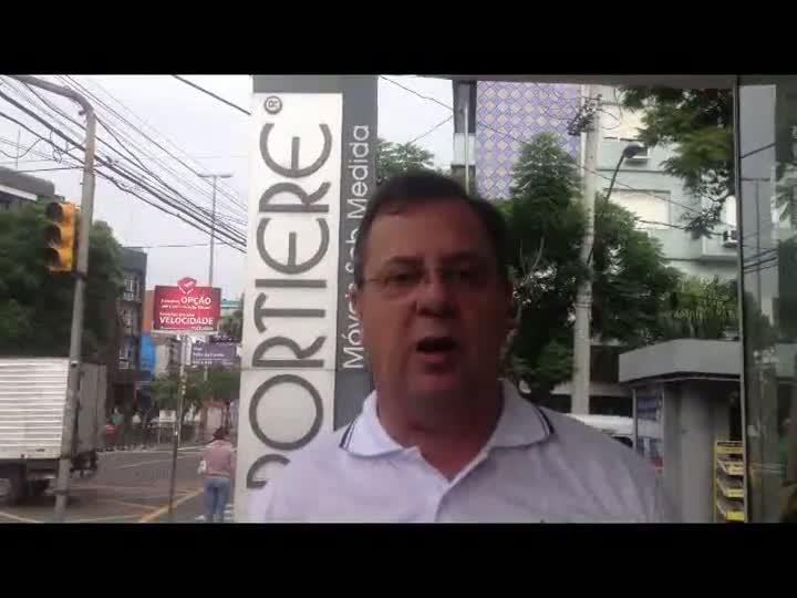 Polícia suspende retirada de móveis de lojas da Portiere fechadas em Porto Alegre. 21/03/2013
